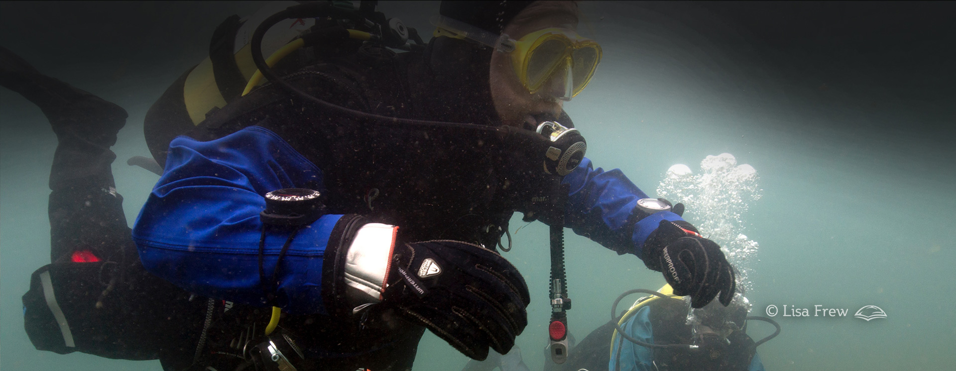 Image of diver on PADI peak performance buoyancy course